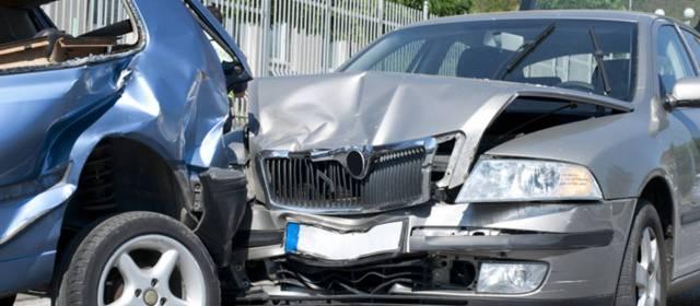 Consulta Gratuita en Español Cercas de Mí con Abogados de Accidentes y Choques de Autos y Carros en Alhambra California