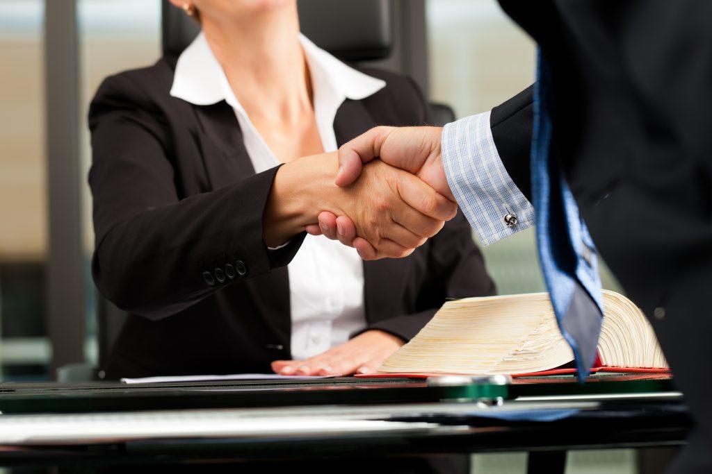 La Mejor Firma Legal de Abogados en Español de Acuerdos en Casos de Compensación Laboral, Mayor Compensación de Pago Adelantado en Alhambra California